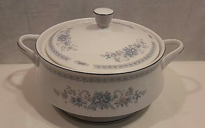 Christine Fine Porcelain China of Japan Casserole Serving Dish with Lid Spode