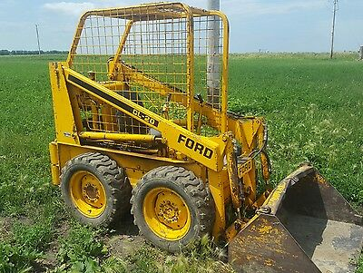 Ford CL-20 skid loader, runs, needs a little TLC. Great project