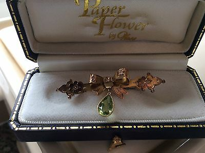 9ct Gold Antique Brooch, Bow with Green Stone (Peridot?) Droplet
