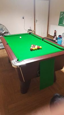 Supreme Winner Pool Table With New Hainsworth Match Cloth. Plus accessories