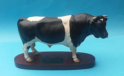 RETIRED BESWICK CONNOISSEUR CATTLE SERIES FRIESIAN BULL FIGURINE - No.A2580