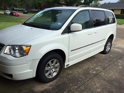 2009 Chrysler Town & Country  AMS wheelchair accessible town and country
