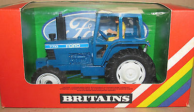 B Britains 1:32 Scale 9523 Ford Tw 20 Tractor Box Containing A Ford 7710 Tractor