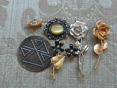 Job Lot Of Vintage & Modern Costume Jewellery Brooches
