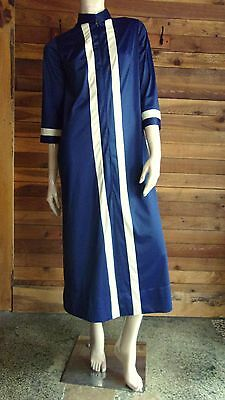 VINTAGE VANITY FAIR NAVY BLUE with WHITE TRIM SIZE 8 PEIGNOIR or ROBE