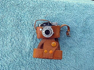 CMC HIT Miniature Camera, with B setting, leather case, near mint, collectible