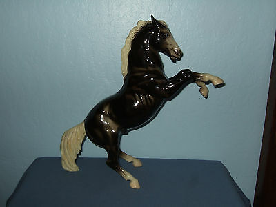 Breyer Horse, Fighting Stallion, Glossy Charcoal, Eyewhites, Brown Version