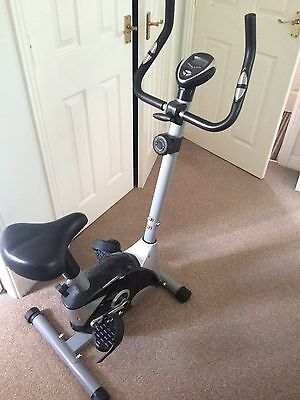 JLL JF100   EXERCISE BIKE  - Cardio Fitness Workout  - Adjustable Resistance