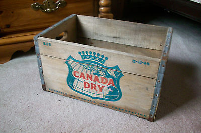 Vintage Wooden Crate.....Canada Dry Ginger Ale........1965