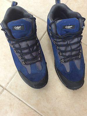 47295061de3 WALKING BOOTS WATERPROOF size 10 Cotton Traders