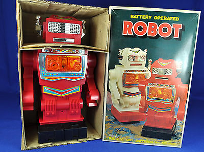 Spielzeug Roboter Batterie-betrieben / Toy Robot battery operated,  ca. 1970...