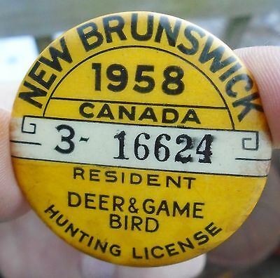 "VINTAGE 1958's NEW BRUNSWICK ""RESIDENT"" DEER/BIRD HUNTING LICENSE PINBACK BUTTON"