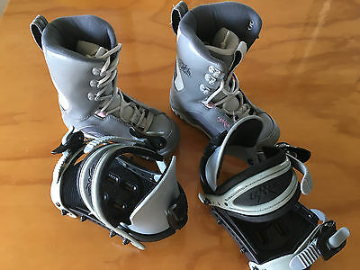Chidrens snowboard boots and bindings