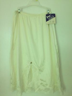 "NWT L'EGGS IVORY LACE HALF Nylon Slip FLORAL SIZE LARGE LENGTH 25"" USA MADE"