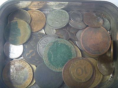 Tin of world coins + bits