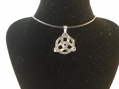 Celtic Triquesa Pagan Witch Wicca Goth Silver Black