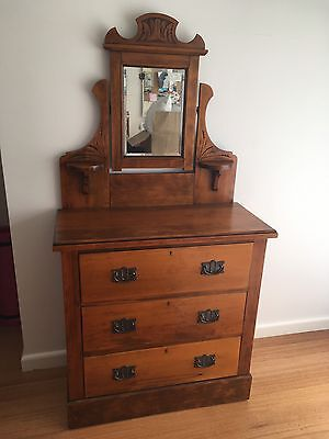 Antique Vintage Retro Duchess Chest