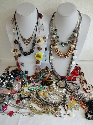 Job Lot Vintage Costume Jewellery, ready to wear and repair Lot 60