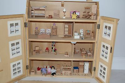 Wooden Doll's House with Figures and Accessories *WD19*