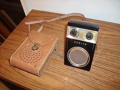Vintage Zenith Royal 500 Owl Eyes Transistor Radio w/Case & Ear Phones
