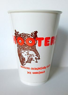 Hooters Two Plastic Cups Selic V-16 475 Cubic Centimeters Unused