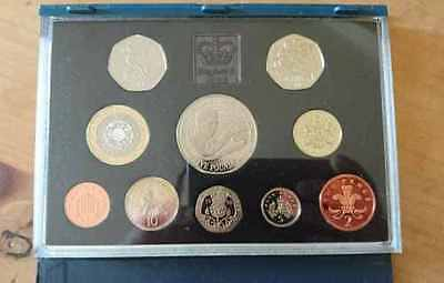 1998 Royal Coat Of Arms £1 One Pound Proof Coin In This Presentation Proof Set.