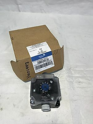 Johnson Controls Differerntial Air Pressure Switch Vertical P233A-10-AAC 6 Bar