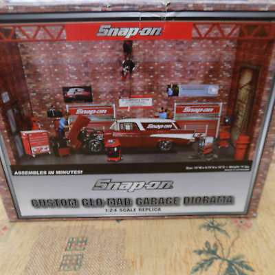 Snap On Tools1/24th scale Custom Glo-mad garage diorama set. Boxed and complete