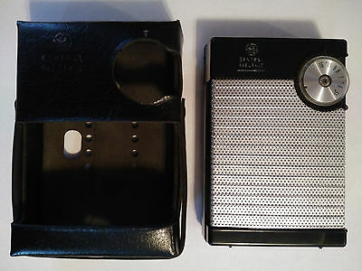 Vintage GENERAL ELECTRIC GE Transistor AM Radio P-911AA WORKS 100% + CASE 1960's