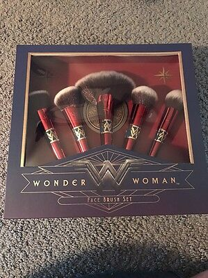 Wonder Woman Official Warner Luxie Beauty Brush Set W/ Mirror Nib 100% Original
