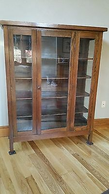 Mission Style Oak China or Curio Cabinet - Excellent Condition