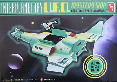 AMT622  INTERPLANETARY UFO MYSTERy Ship  13' long