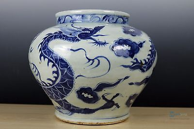 Fine Beautiful Chinese Blue and white Porcelain Dragon pot