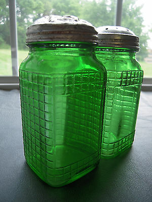 Owens Illinois Hoosier Depression glass Green Waffle Pattern Salt Pepper Shakers