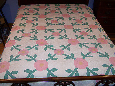 OUTSTANDING VINTAGE HAND APPLIQUED ROSE QUILT, EXCELLENT HAND QUILTING, 9 spi