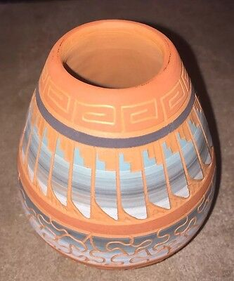 Native American Indian Navajo Pottery Pot signed by Terry Smith hand etched