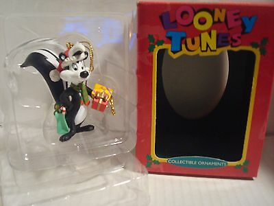 Looney Tunes Pepe Le Pew Collectible Ornament By, Matrix ( L N )