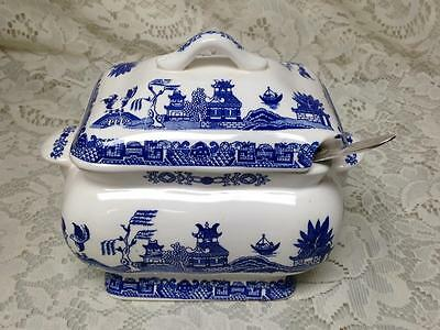 Vintage, 3pc Blue Willow, Small Soup or Gravy Tureen 6.5in x 7.5in x 4.5in