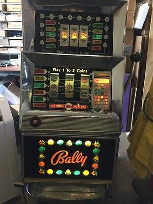 "BALLY SLOT MACHINE - ""HARVEYS CASINO""  model 873  - 5 LINE - 25 cent"