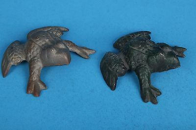 2 vintage cast iron frogs