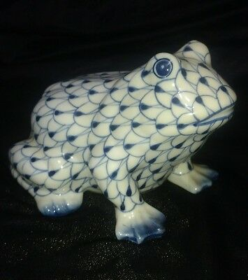 Andrea by Sadek Blue and White Porcelain Fishnet Frog Hand Painted Thailand