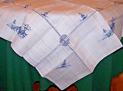 Exquisite Delft Blue Embroidered Vintage Tablecloth, 4 Napkins, Never Used, 1940