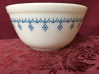"Vintage Pyrex 4"" Mixing Bowl Medium White with Blue Snowflake Design SHIP TODAY"