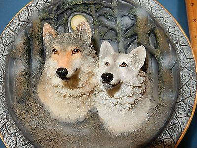 """Lovely 3-D  Timber Wolf Pair Heavy Resin 8.5""""  Plate / Figurine  & Stand /hanger"""