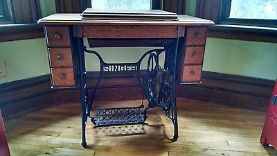Singer antique sewing machine with table/cabinet, 7 drawers.