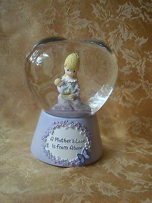 Precious Moments Heart Snow Water Musical Globe Mother's Love is from Above 2005