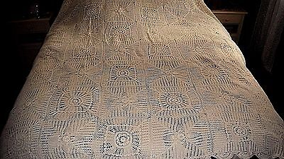 Gorgeous Hand Crochet Table Cloth w/ Rosettes Scalloped Edge 82 x 70