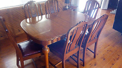 Dinning Table extendable & 6 chairs Antique ex cond. Chairs have stylish inlays.