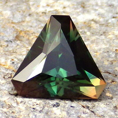 CHROME-EMERALD GREEN SCHILLER OREGON SUNSTONE 3.26Ct FLAWLESS-INVESTMENT!
