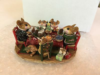 Wee Forest Folk M-302a  CHRISTMAS FAMILY GATHERING, Mint